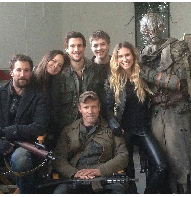 Falling skies marathon true strange library falling skies kept me amped up but from my perspective the series is a step down in intensity from mr robot voltagebd Images